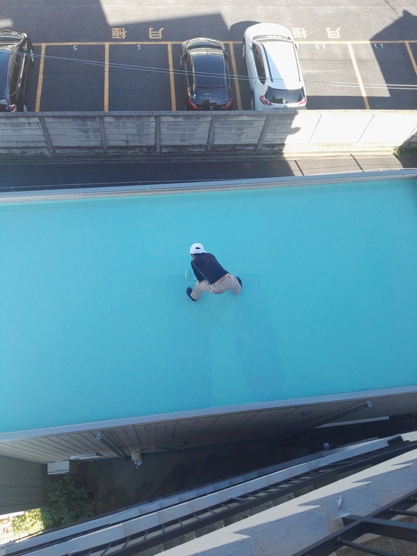水の上にいるような職人さん